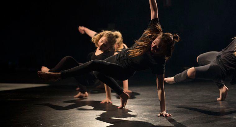 Vi elsker at danse - og vi gør meget af det på efterskolen