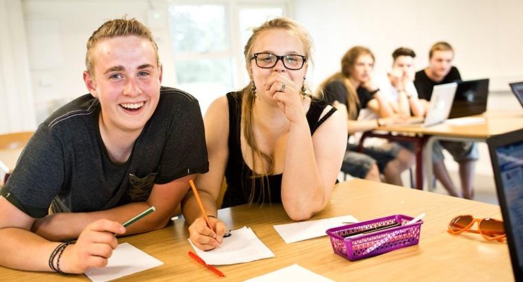 Eleverne i 9. 10. klasse hjælper hinanden
